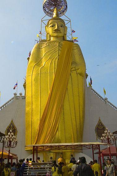 bangkok thailand golden buddha travel and talk photograph,travel and talk travel writing,travel bangkok,travel thailand