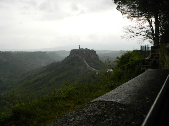 travel and talk civita di bognoregio photograph,travel writing italy,travel italy,travel tuscay,joseph mack.