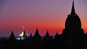 travel and talk bagan photograph,travel and talk,travel myanmar,travel bagan,myanmar pagoda photograph,soe irwin myanmar,soe irwin travel writing,travel mandalay