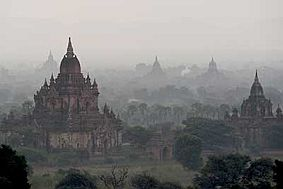 travel and talk bagan photograph,travel myanmar,travel bagan,mandalay tours,soe irwin mandalay,soe irwin myanmar,pagoda myanmar photograph
