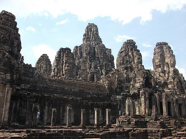 bayon temple angkor wat travel and talk photograph,travel cambodia,travel siem reap,matt thomas travel writing.