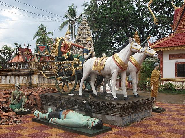 wat damrey sar battembang travel and talk photograph,travel cambodia,travel writing matt thomas,travel south-east asia.