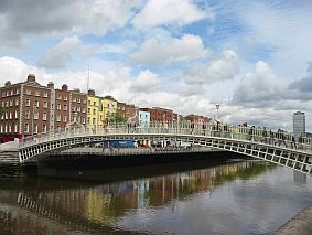 half penny bridge dublin travel and talk photograph, dublin travel,travel ireland,ireland flights, dublin flights,travel writing.