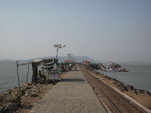 elephanta island jetty travel and talk photograph,travel india,travel writing matt thomas, india photograph