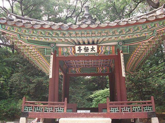 travel and talk korea photograph,travel south korea,travel seoul,travel writing matt thomas,korea gazebo photograph