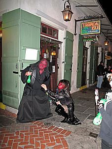 new orleans travel and talk photograph,travel new orleans,new orleans bourbon street,travel writing susanne rieth,new orleans halloween photograph