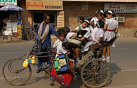 Travel and Talk School Bus in India,travel india,travel and talk, india photograph,travel writing matthew thomas