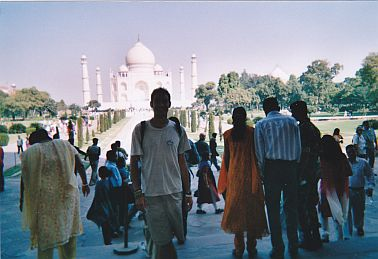 travel and talk taj mahal photograph,taj mahal agra india,travel india,travel agra,taj mahal symmetrical,matt thomas travel writing