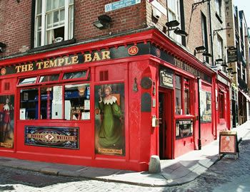 temple bar dublin,travel and talk photograph,ireland flights,travel ireland,travel dublin,temple bar dublin