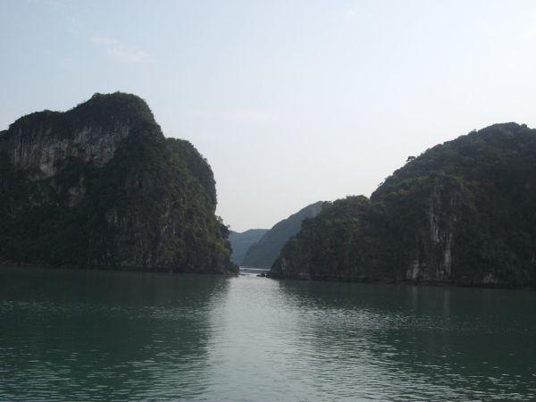 travel and talk halong bay photograph,travel vietnam,travel south-east asia,matt thomas travel writing,travel hanoi,travel and talk vietnam