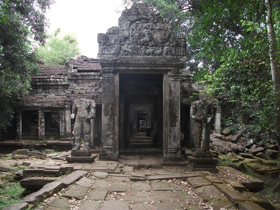 travel and talk cambodia,travel cambodia,travel writing matt thomas,travel and talk cambodia photograph,angkor wat photograph