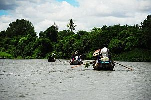 yadanagu spirit festival photograph,travel and talk myanmar photograph,mandalay river photograph,travel myanmar,travel writing soe irwin